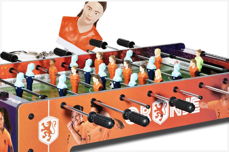 Tafelvoetballen met Blokker en Oranje Leeuwinnen